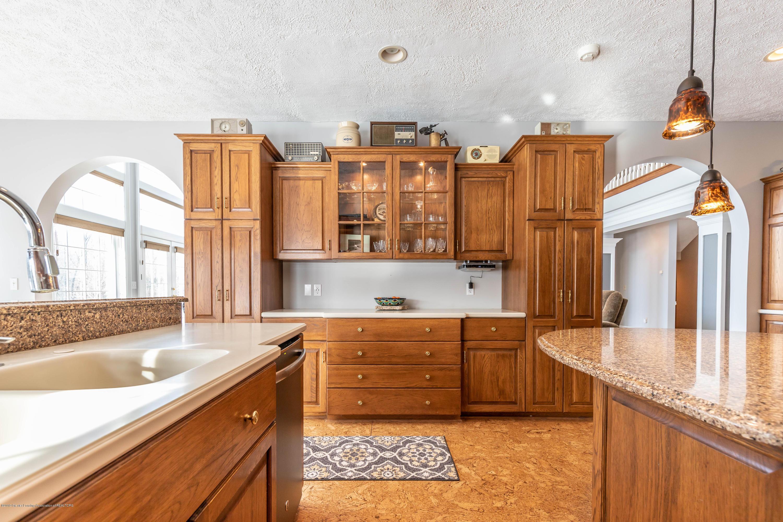 1325 N Waverly Rd - Kitchen - 20