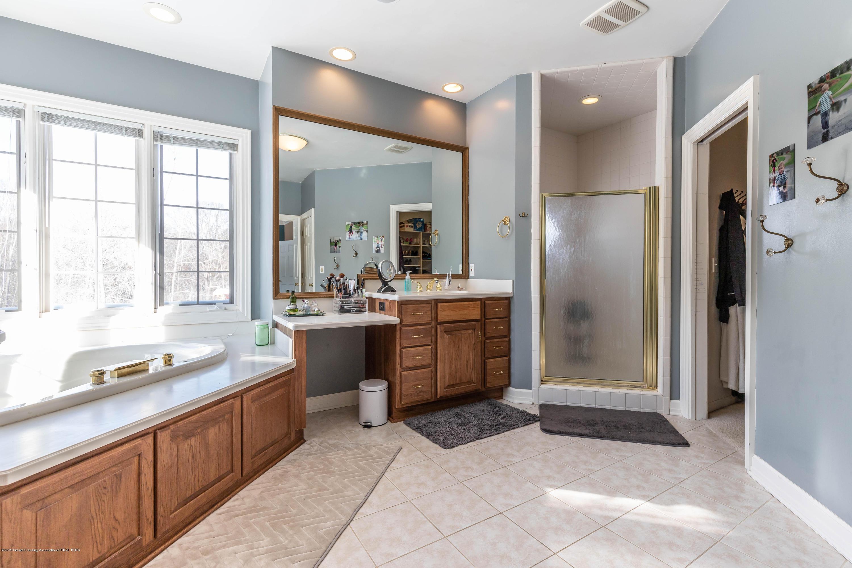 1325 N Waverly Rd - Bathroom - 35