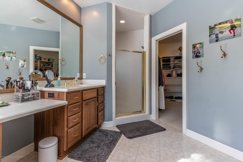 1325 N Waverly Rd - Bathroom - 37