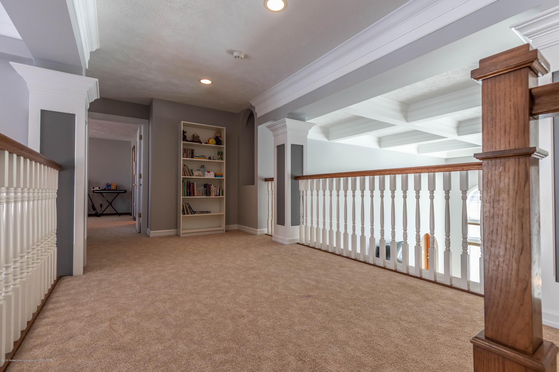 1325 N Waverly Rd - Hallway - 43