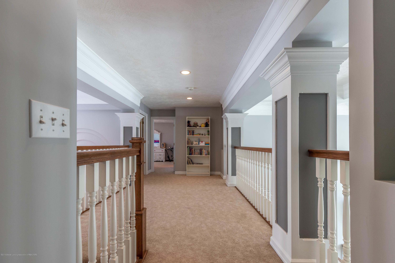 1325 N Waverly Rd - Hallway - 42