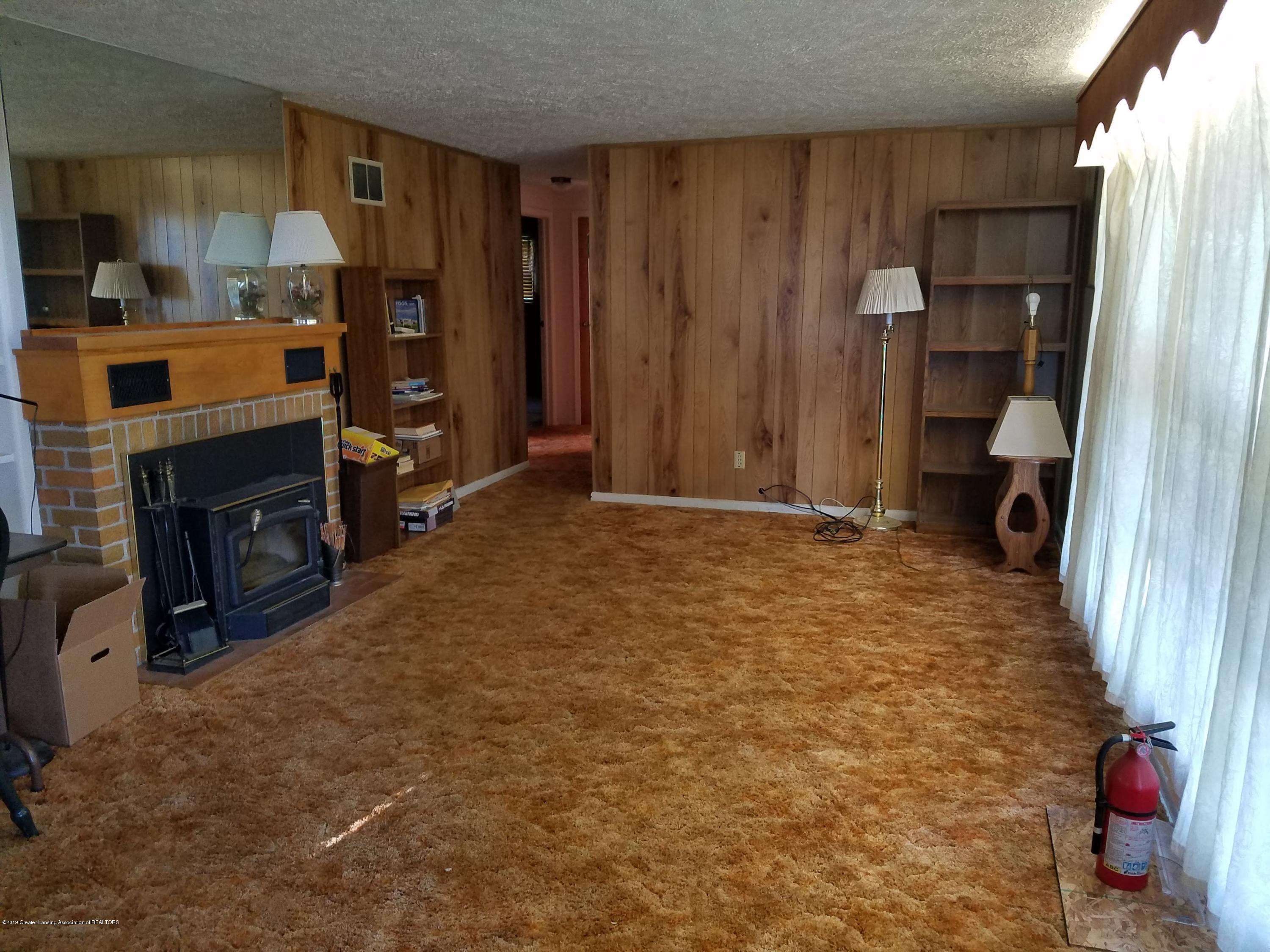 8700 W Hyde Rd - Living Room - 9