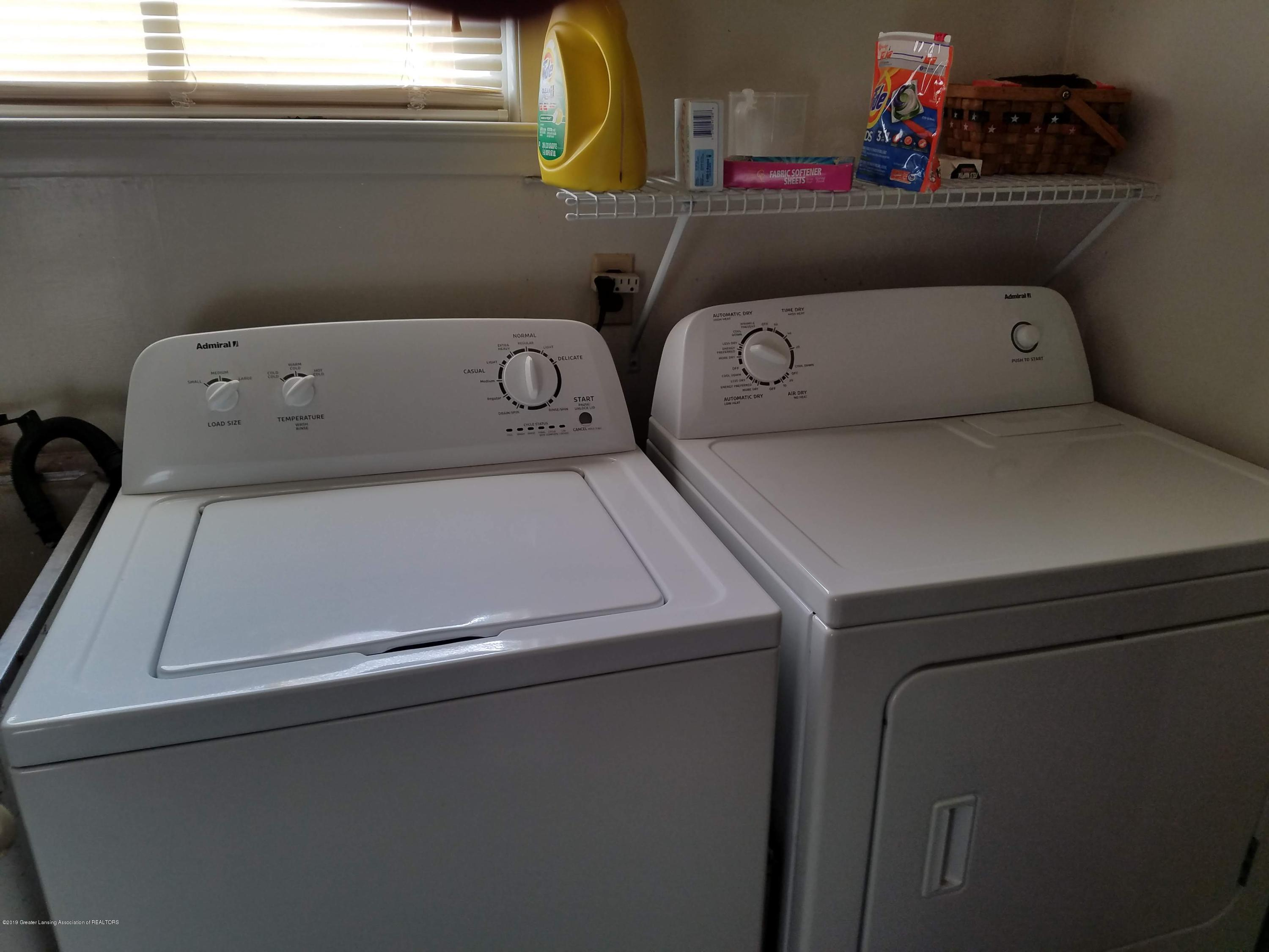 8700 W Hyde Rd - Laundry - 17