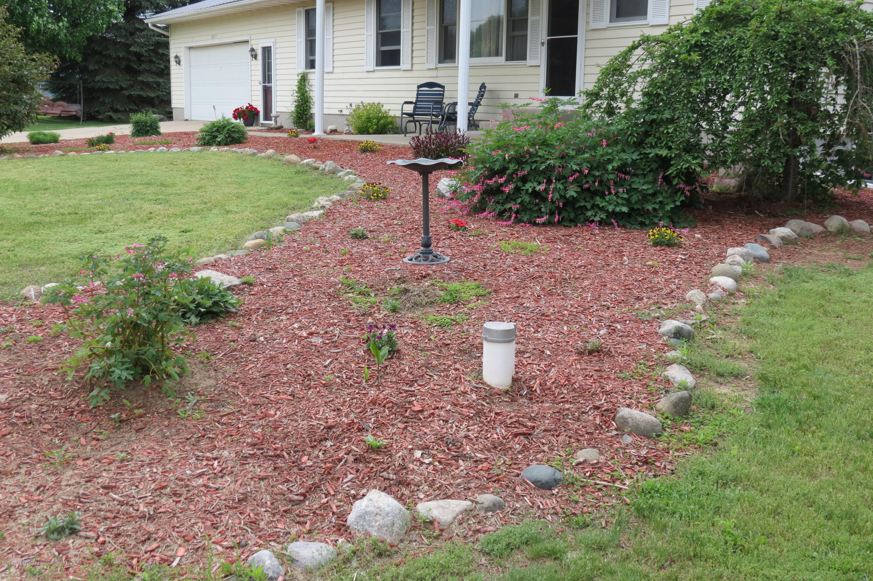 8657 E Maple Rapids Rd - Landscaping - 48