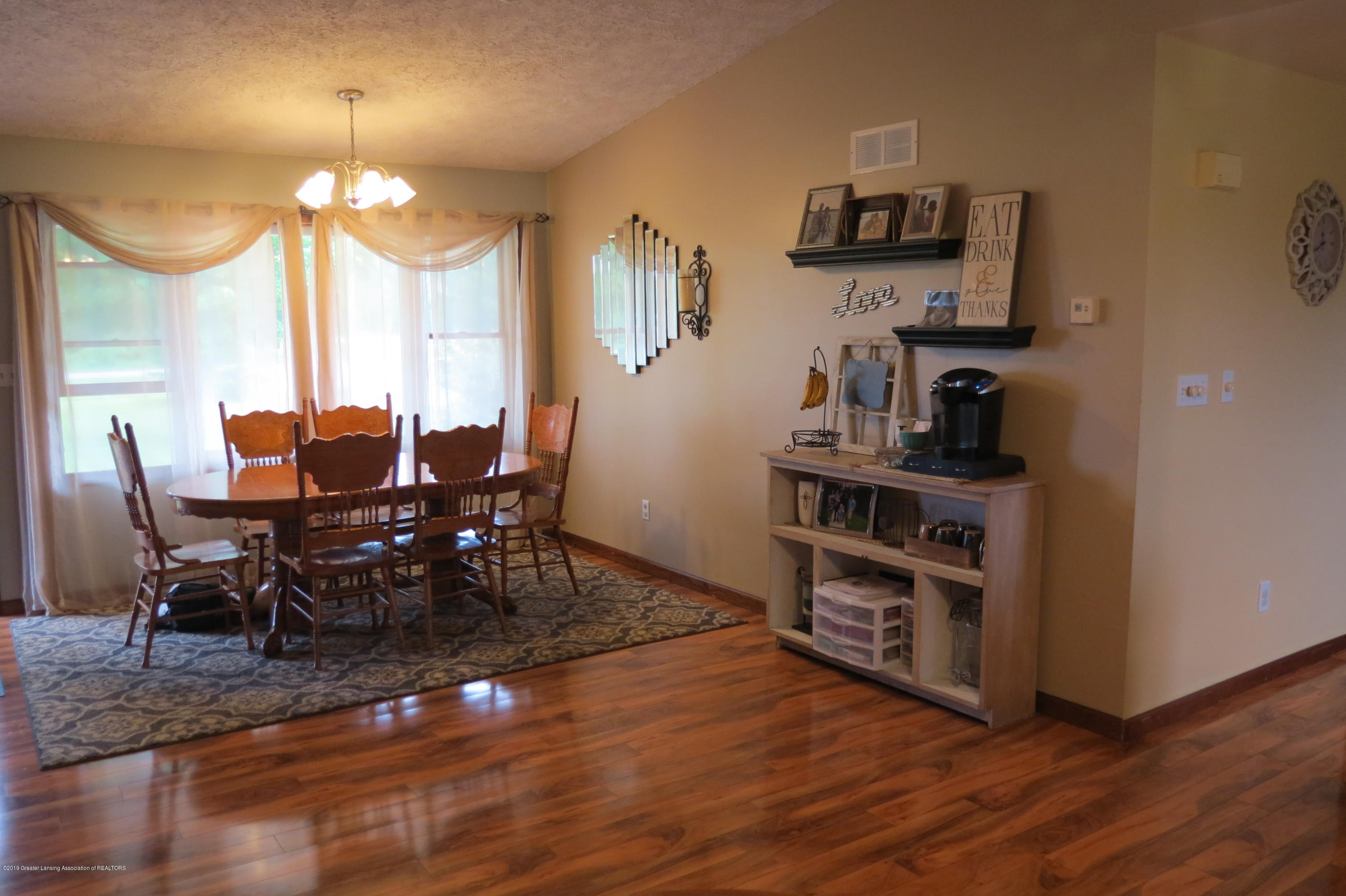 8657 E Maple Rapids Rd - Dining Room - 9