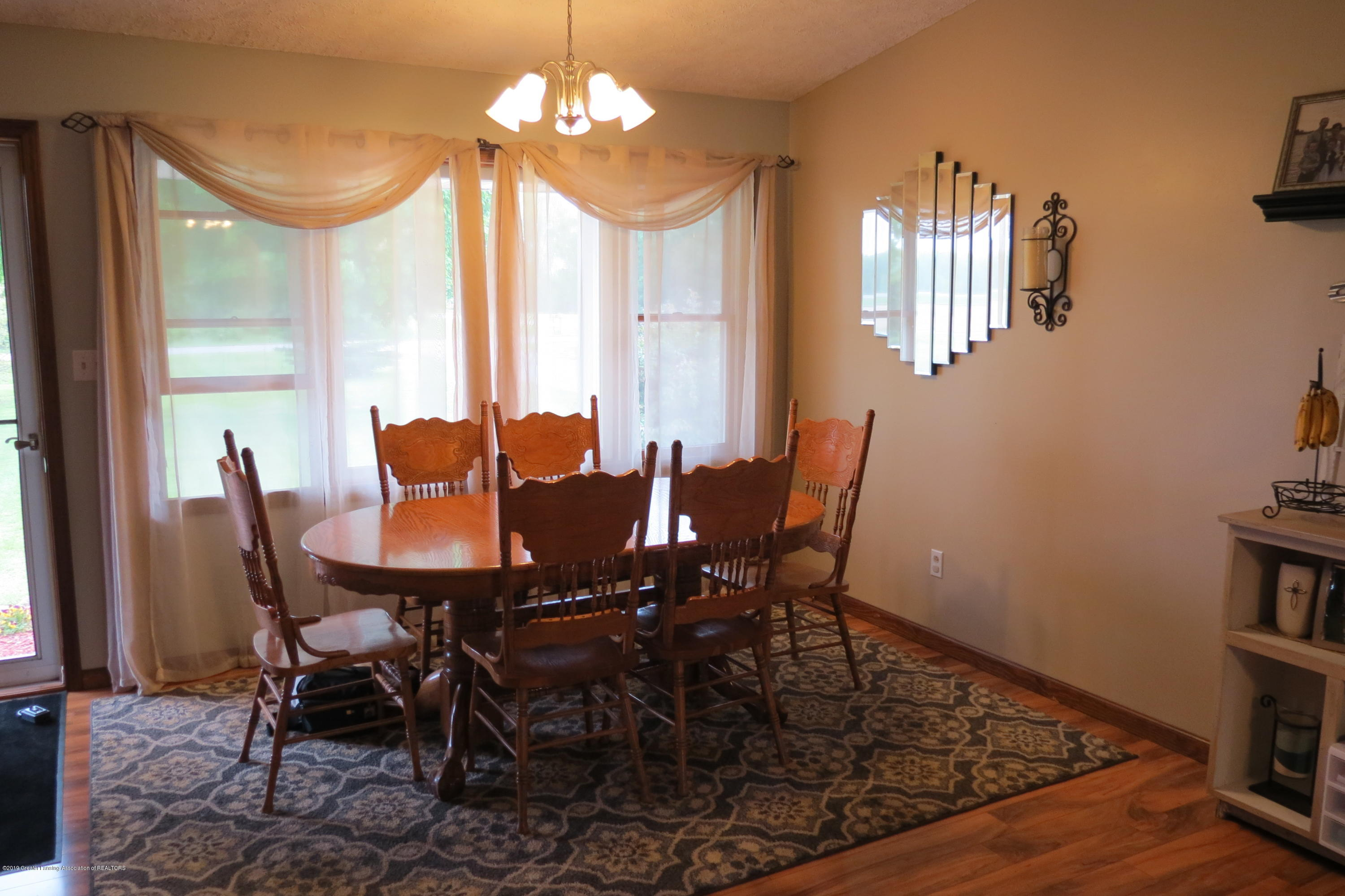 8657 E Maple Rapids Rd - Dining Room - 10