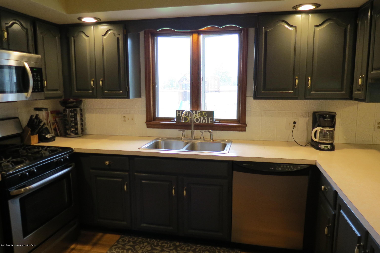 8657 E Maple Rapids Rd - Kitchen - 6