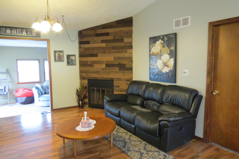 8657 E Maple Rapids Rd - Family Room - 13