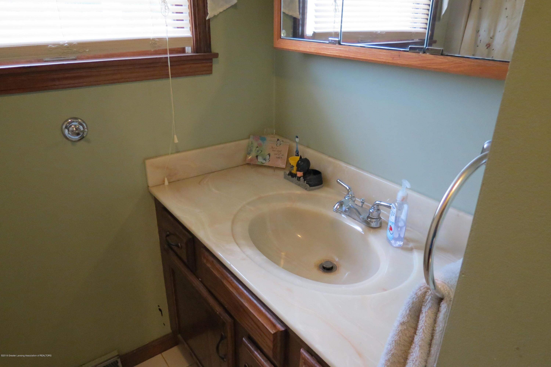8657 E Maple Rapids Rd - Bathroom - 22