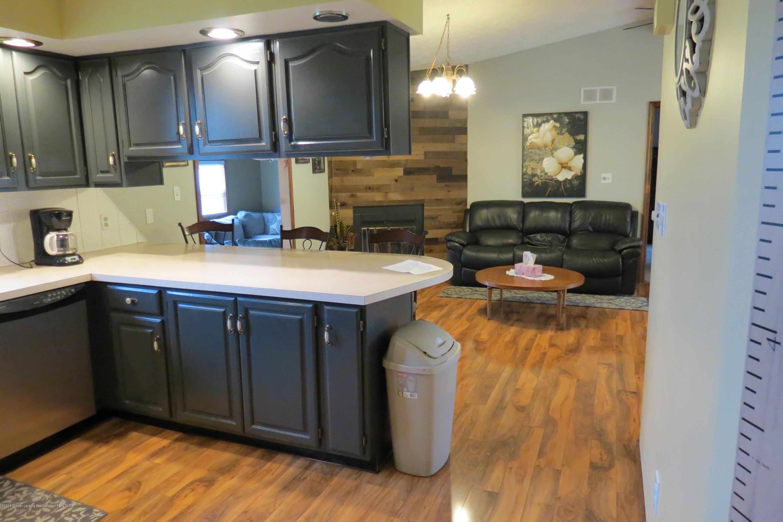 8657 E Maple Rapids Rd - Kitchen - 7