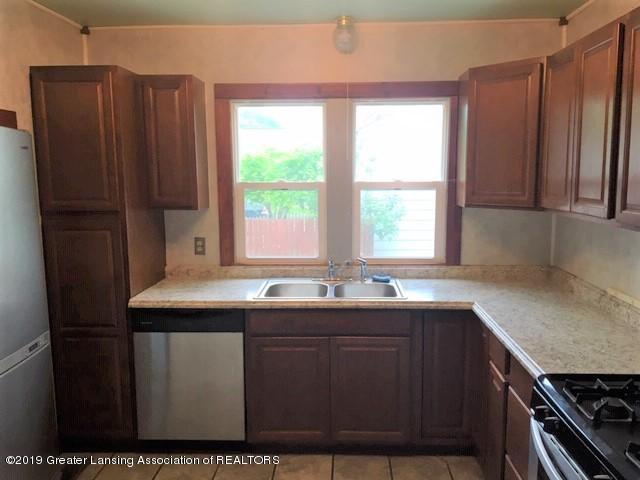 619 N Foster Ave - Kitchen - 11