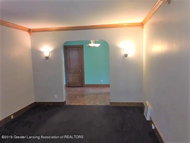 619 N Foster Ave - Living room - 5