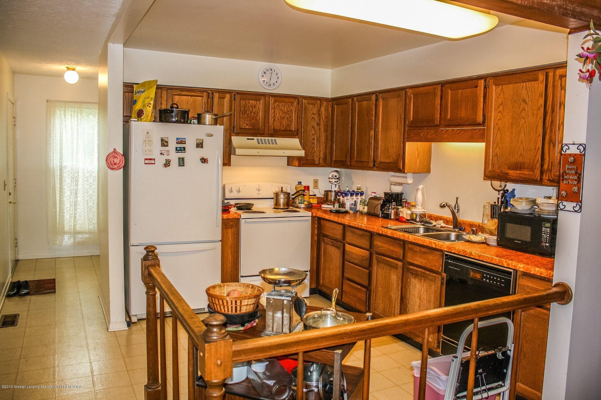 7208 Creekside Dr - Kitchen - 4