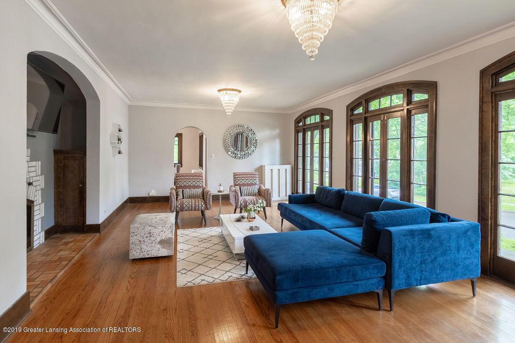 935 Huntington Rd - living room - 4