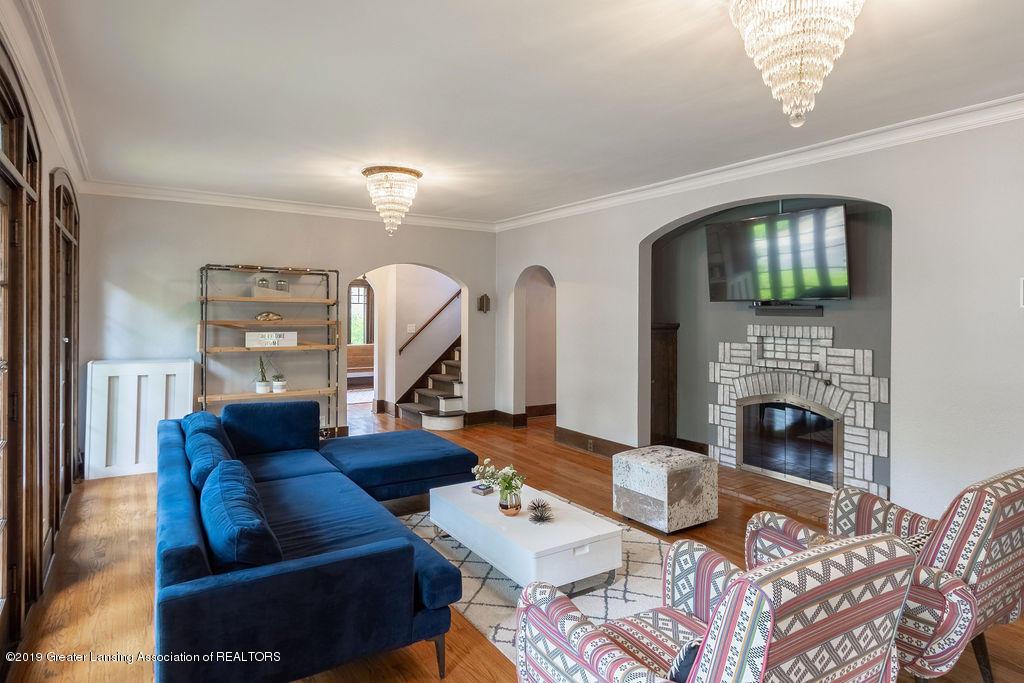 935 Huntington Rd - living room - 8