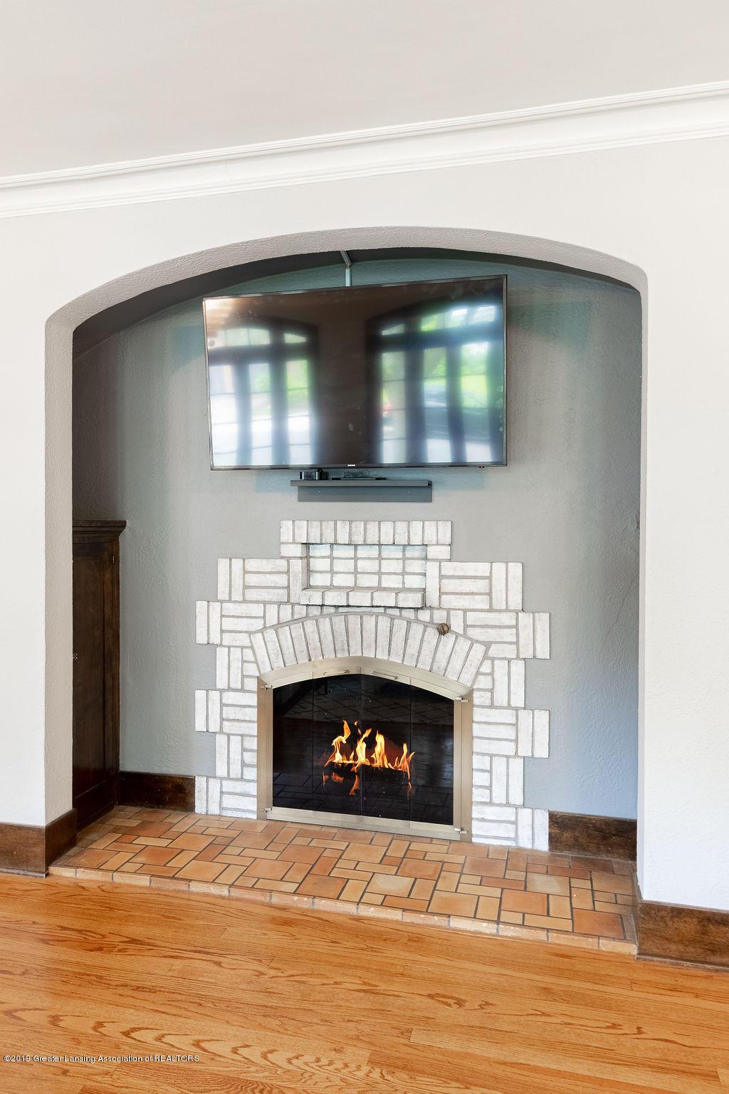 935 Huntington Rd - gas fireplace - 7