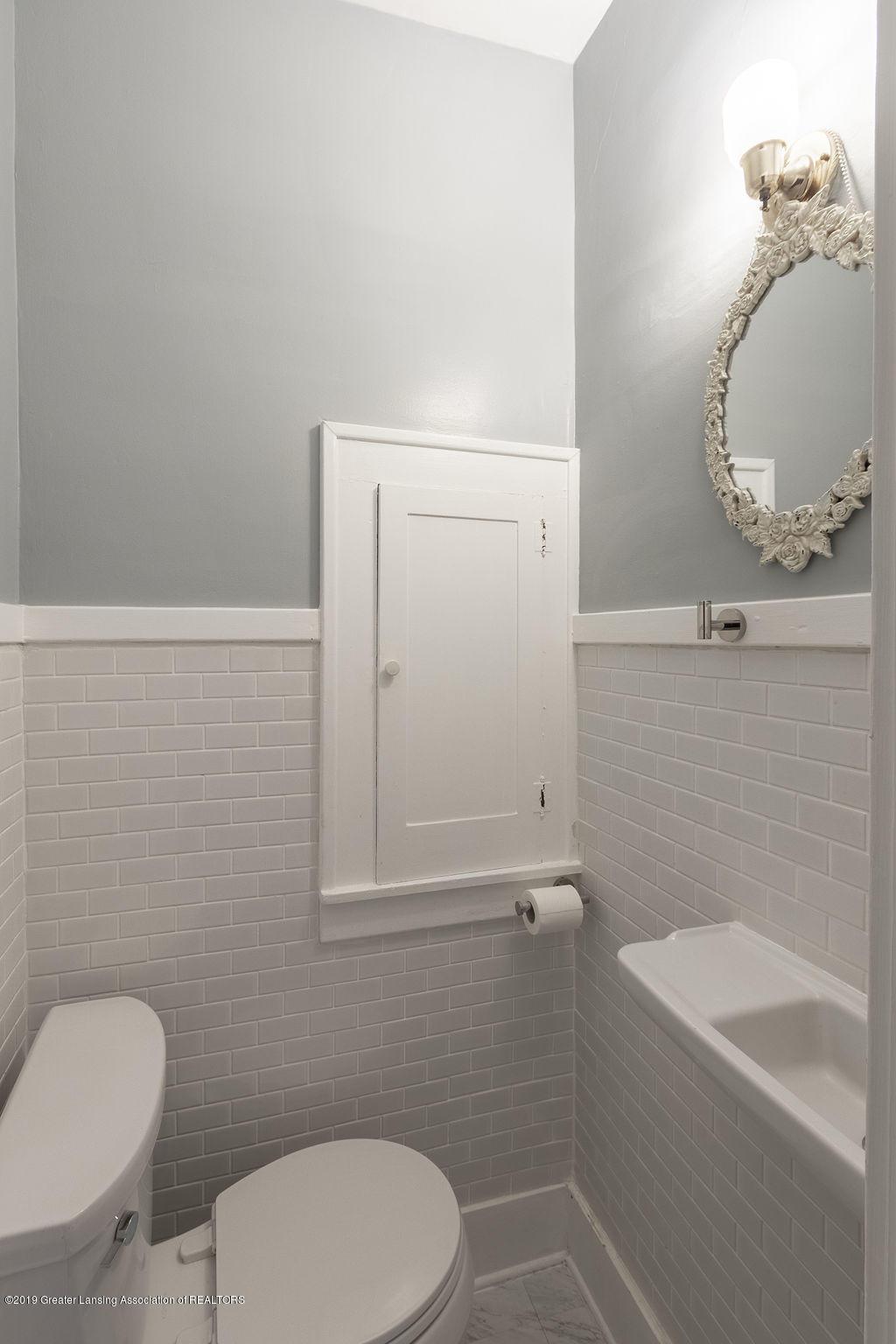 935 Huntington Rd - full bath - 42