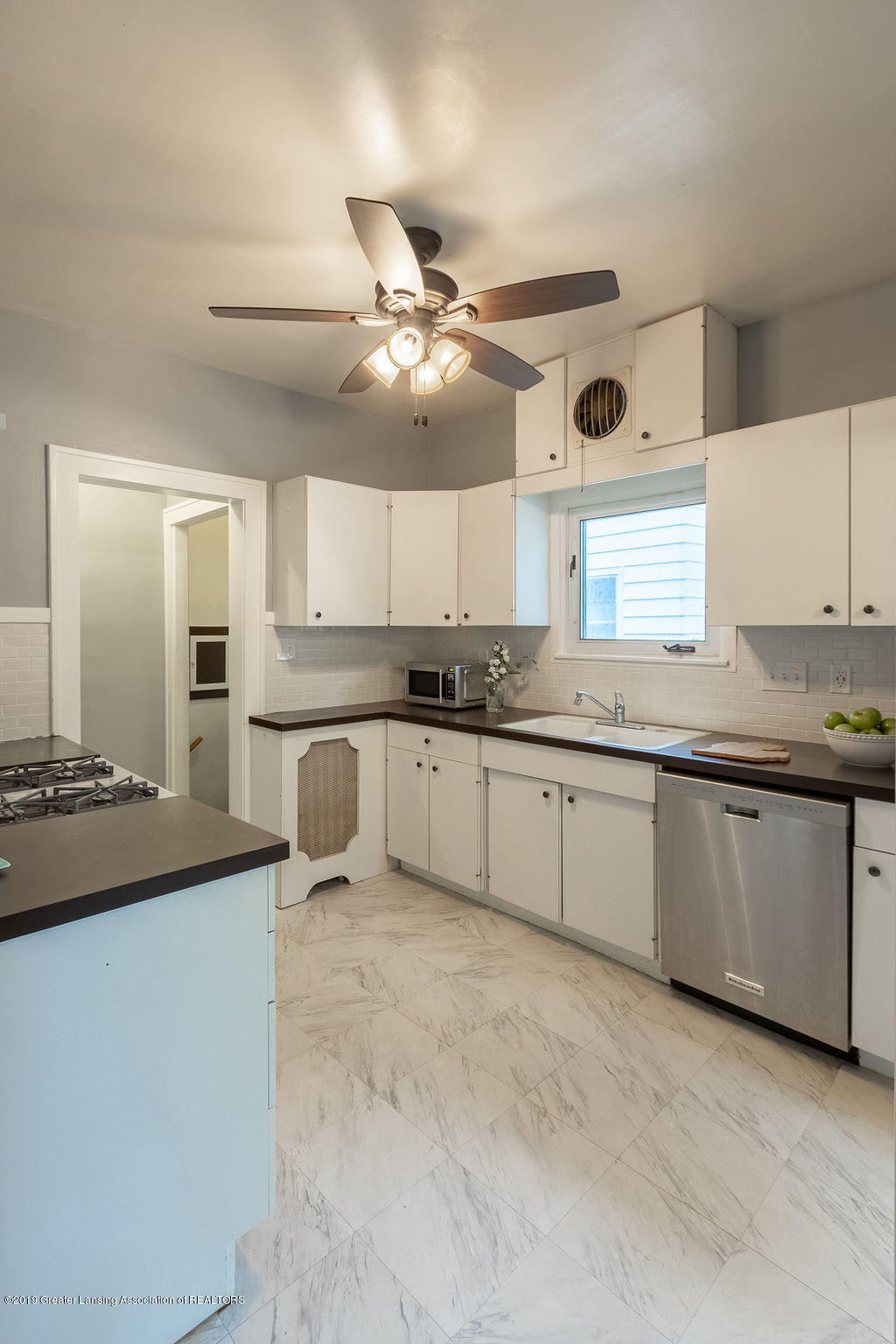 935 Huntington Rd - kitchen - 21