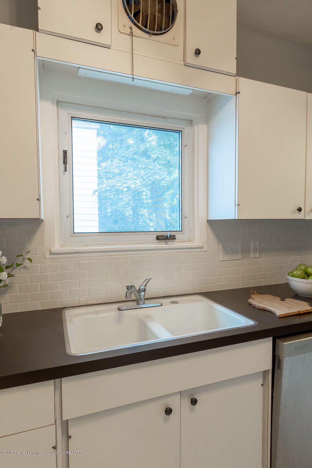 935 Huntington Rd - kitchen - 23