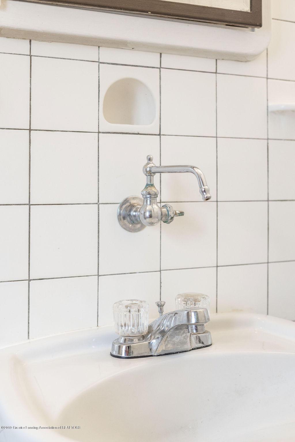 935 Huntington Rd - full bath fixtures - 41