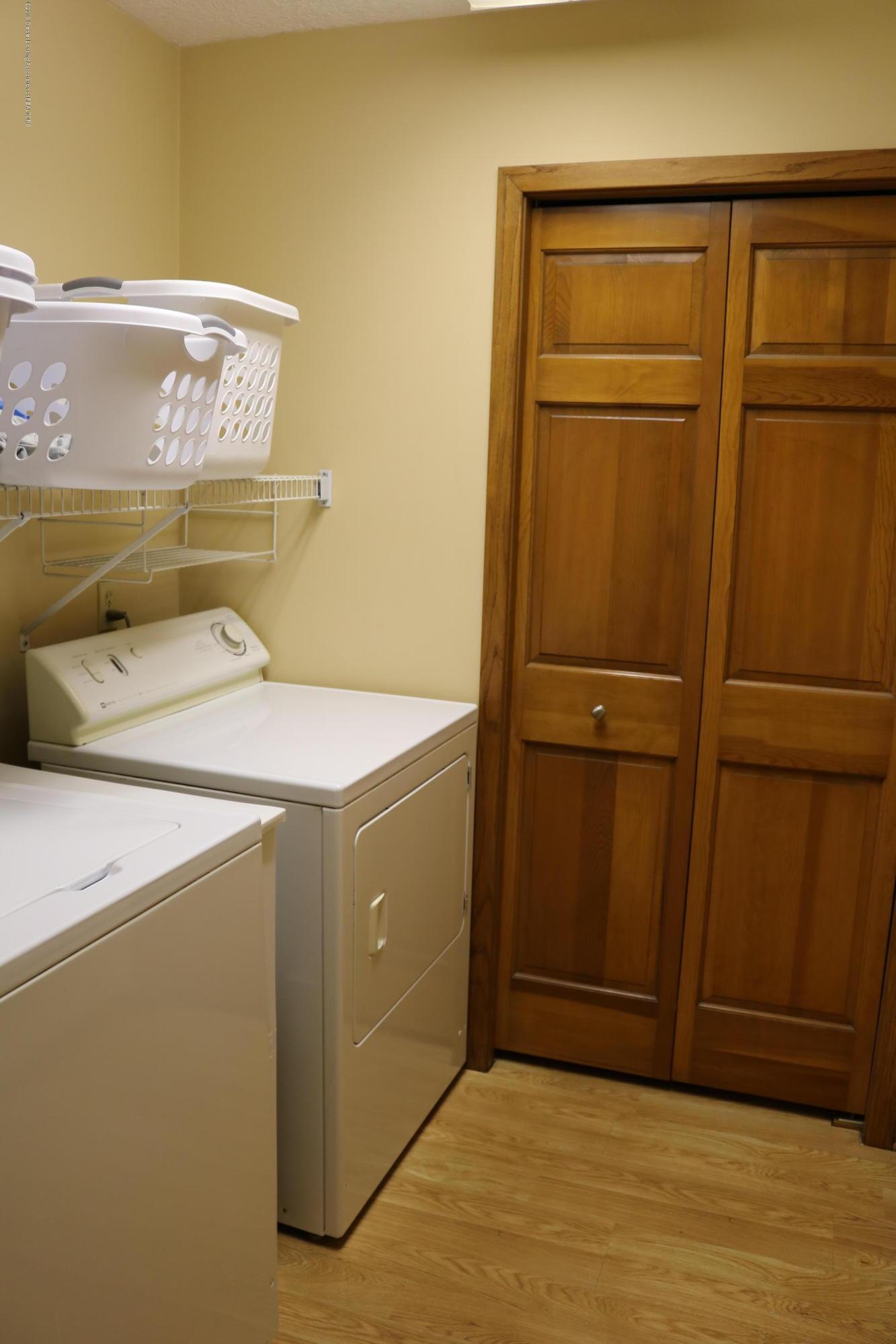 13384 Blackwood Dr - Laundry/Mud Room - 10
