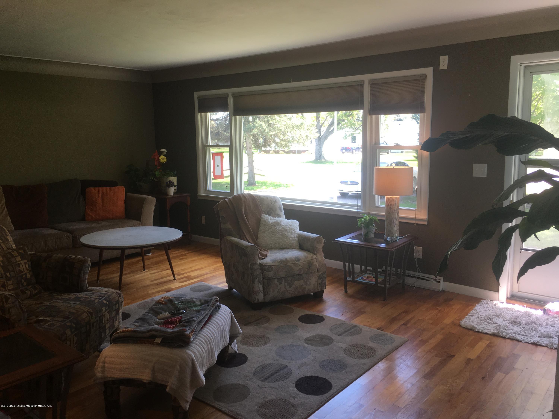11217 Plains Rd - Living Room - 8