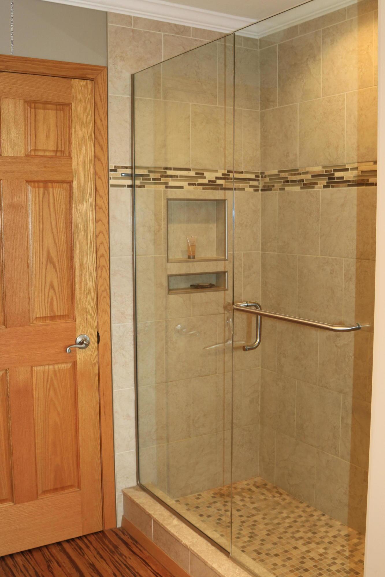 5867 Houston Rd - Shower w/frameless shower dodor - 31