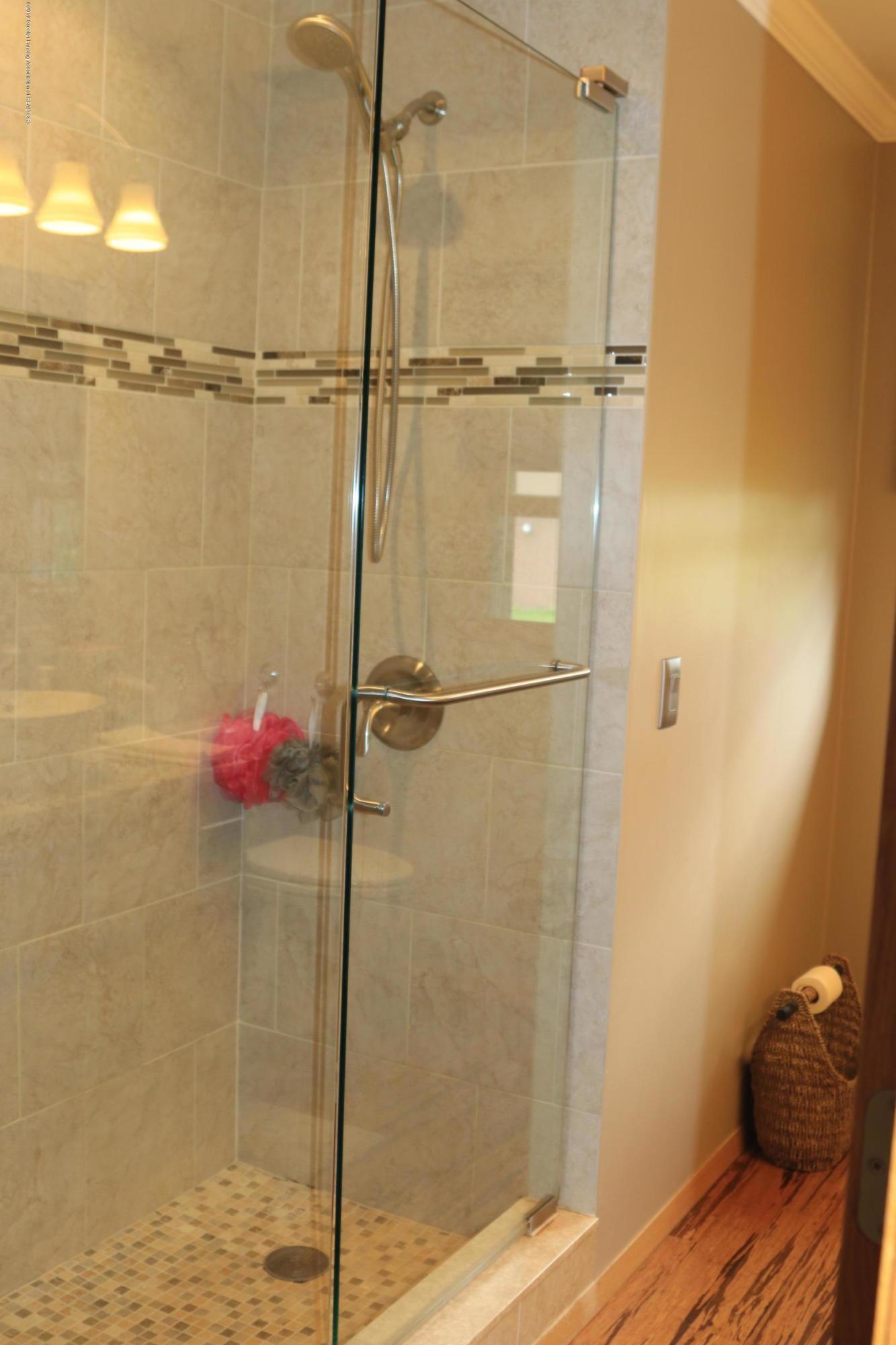 5867 Houston Rd - Bathroom #1, frameless shower door - 27