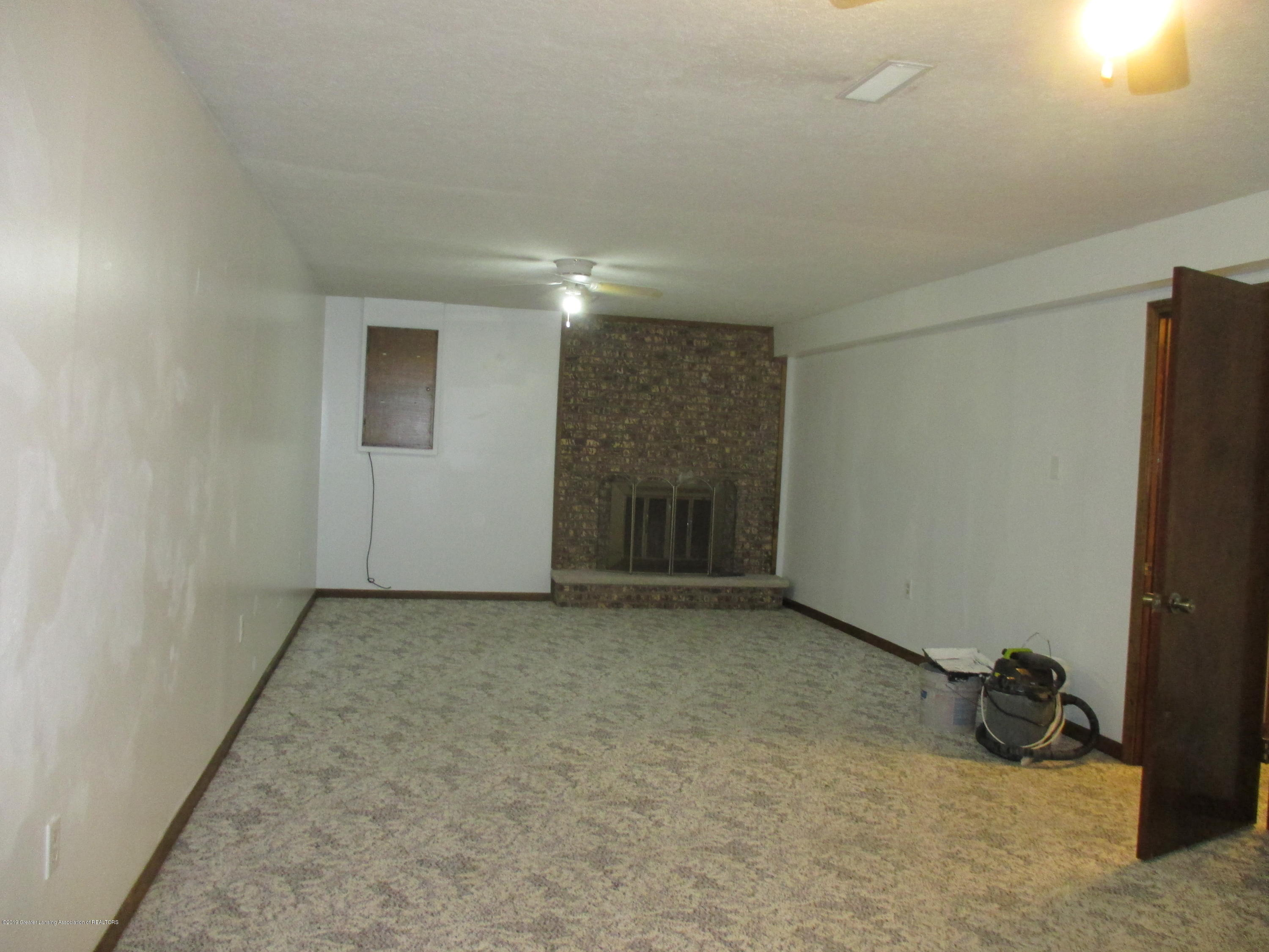 6230 Kinneville Rd - FAMILY ROOM - 22