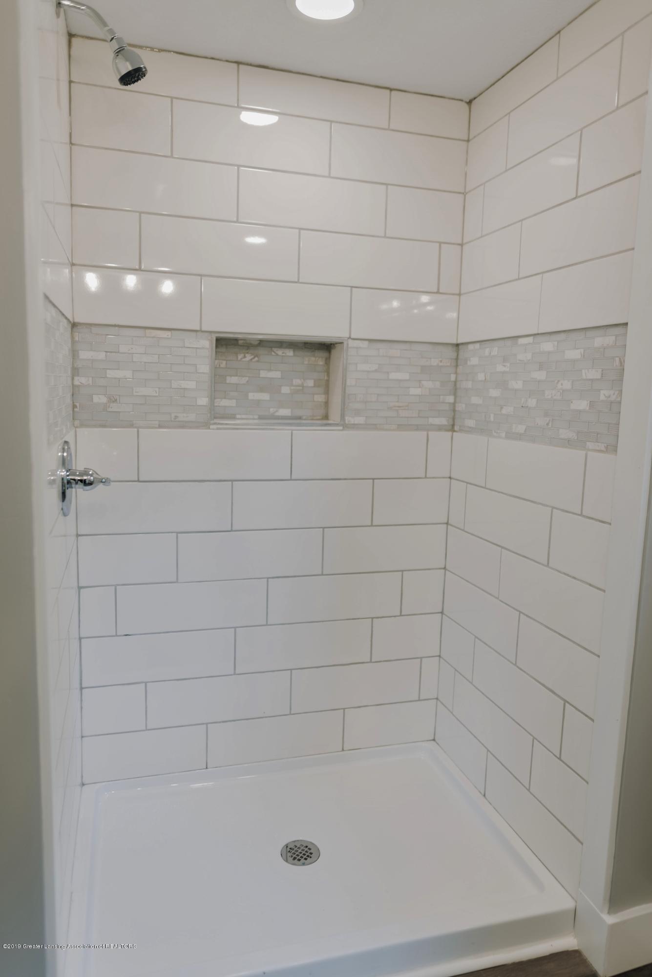 1941 Burton Ave - Bathroom 1 a - 14