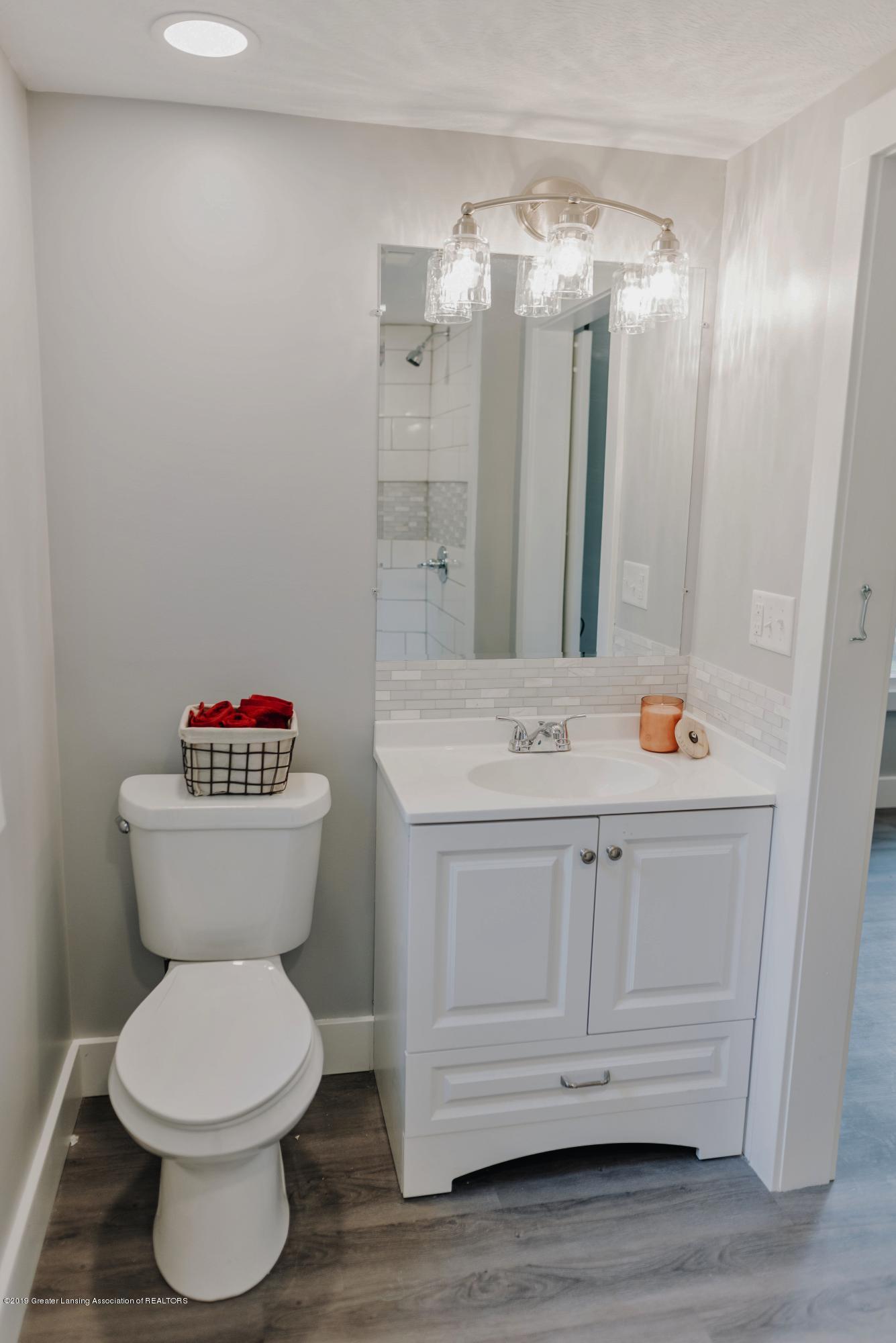 1941 Burton Ave - Bathroom 1 b - 13