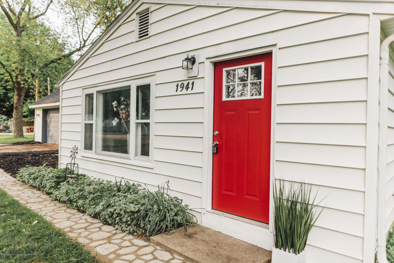 1941 Burton Ave - Exterior Front Door - 15