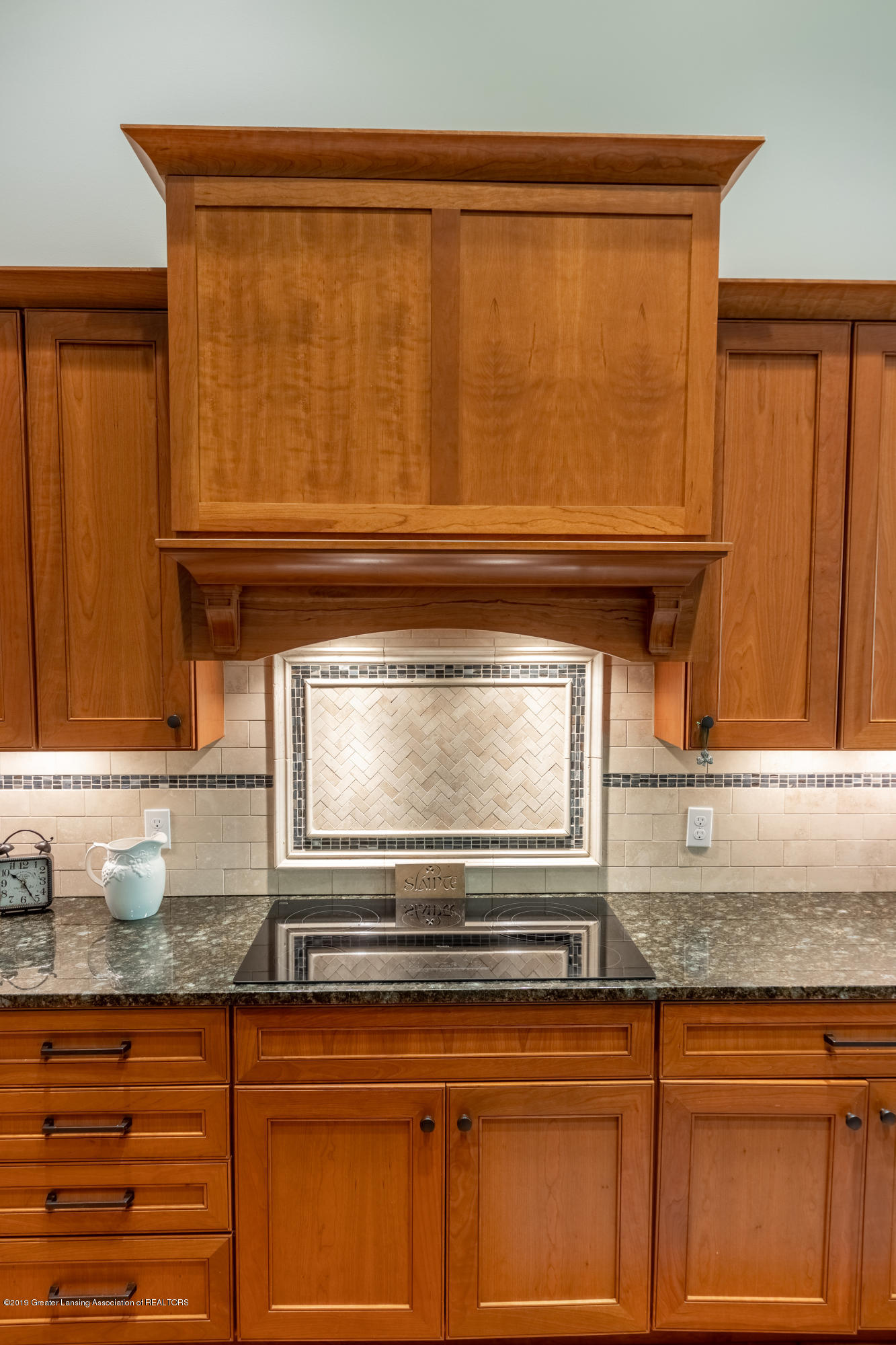6155 Graebear Trail - Pretty tiled backsplash - 15