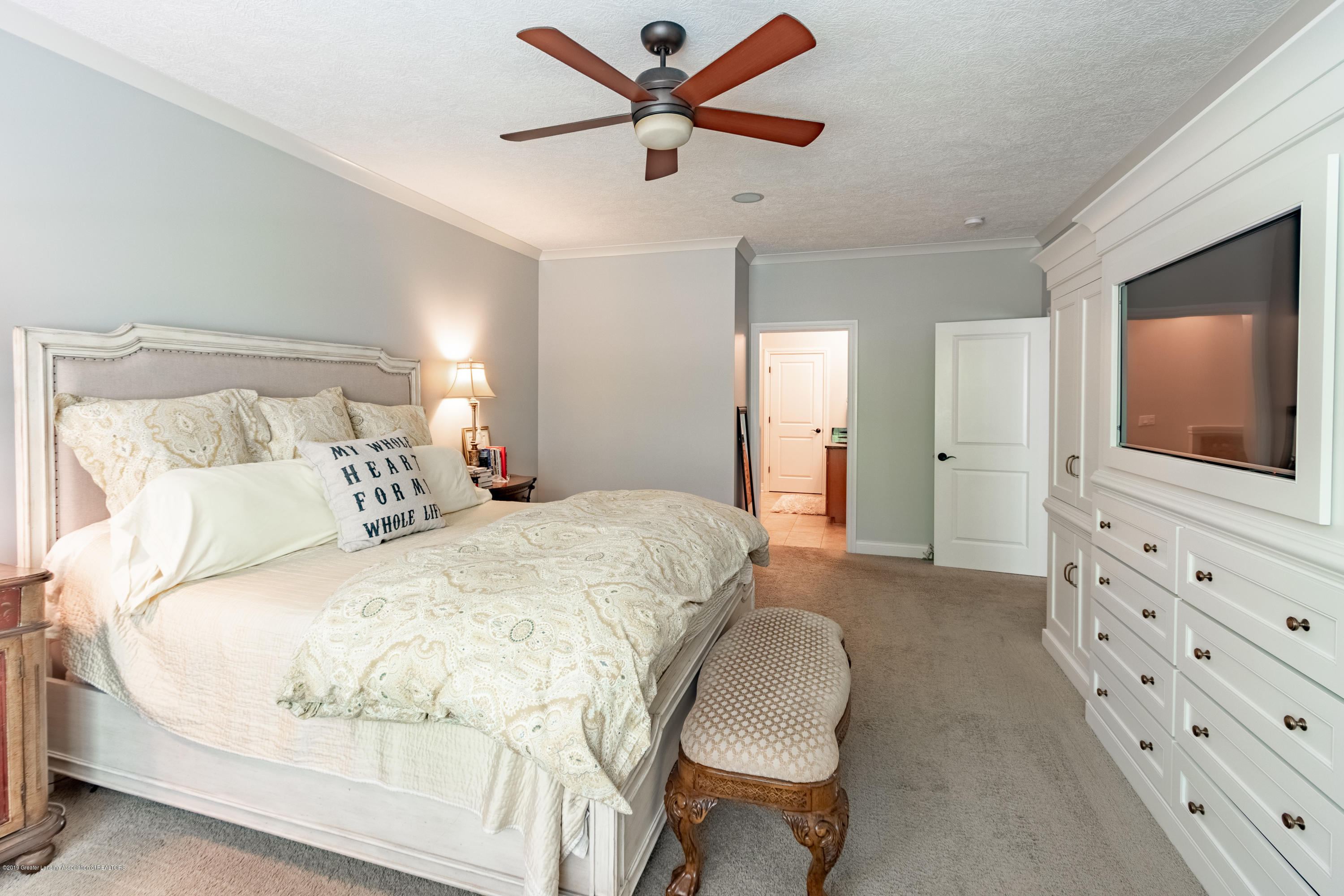 6155 Graebear Trail - Ceiling fan in master bedroom - 26
