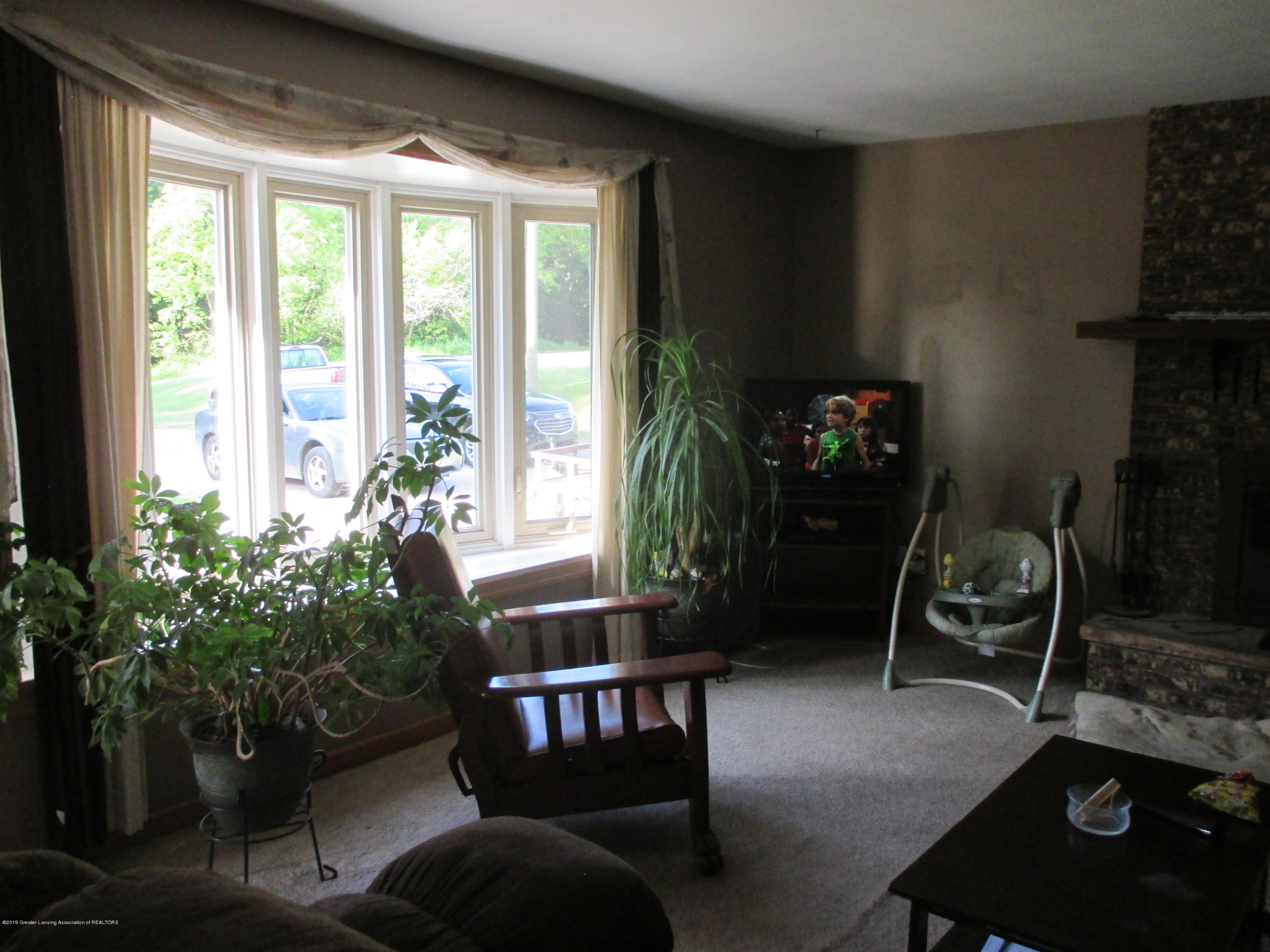 6230 Kinneville Rd - LIVING ROOM - 10