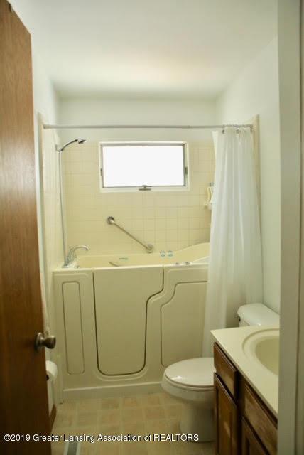 4633 Sycamore St - 7 master bathroom - 7