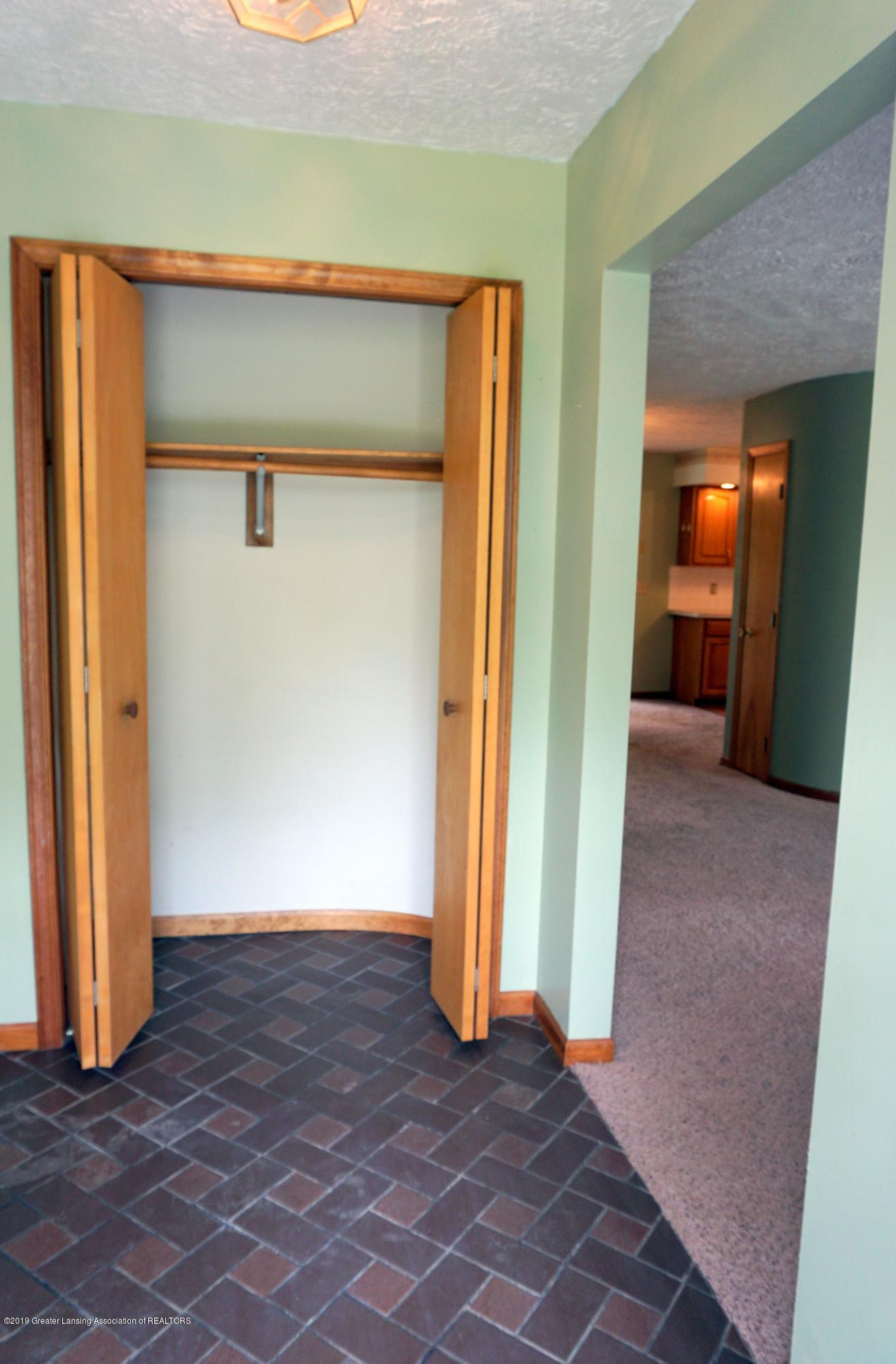 5780 Leland Rd - Foyer - 4