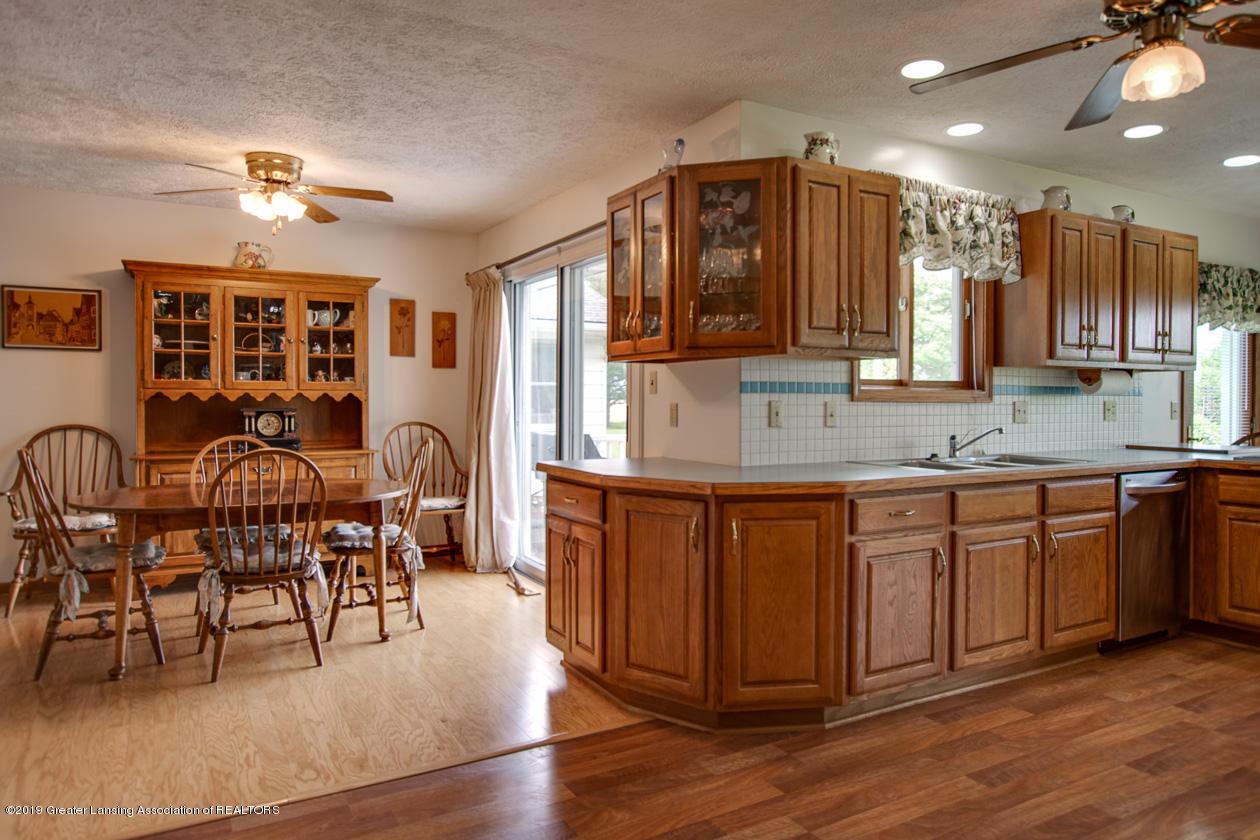 2200 N Meech Rd - kitchen din - 5