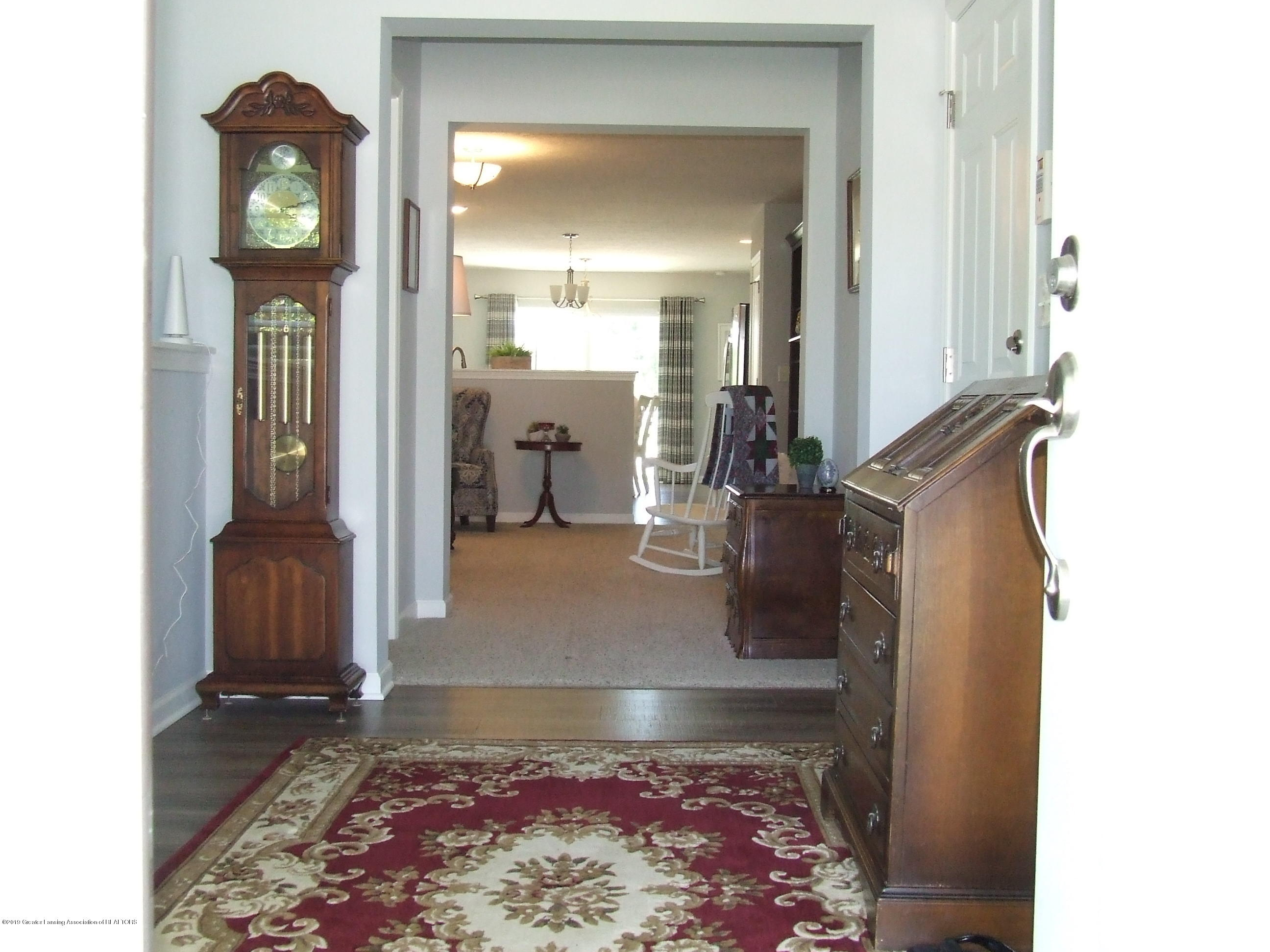 6736 Cotswald Dr - Entry/Foyer - 11
