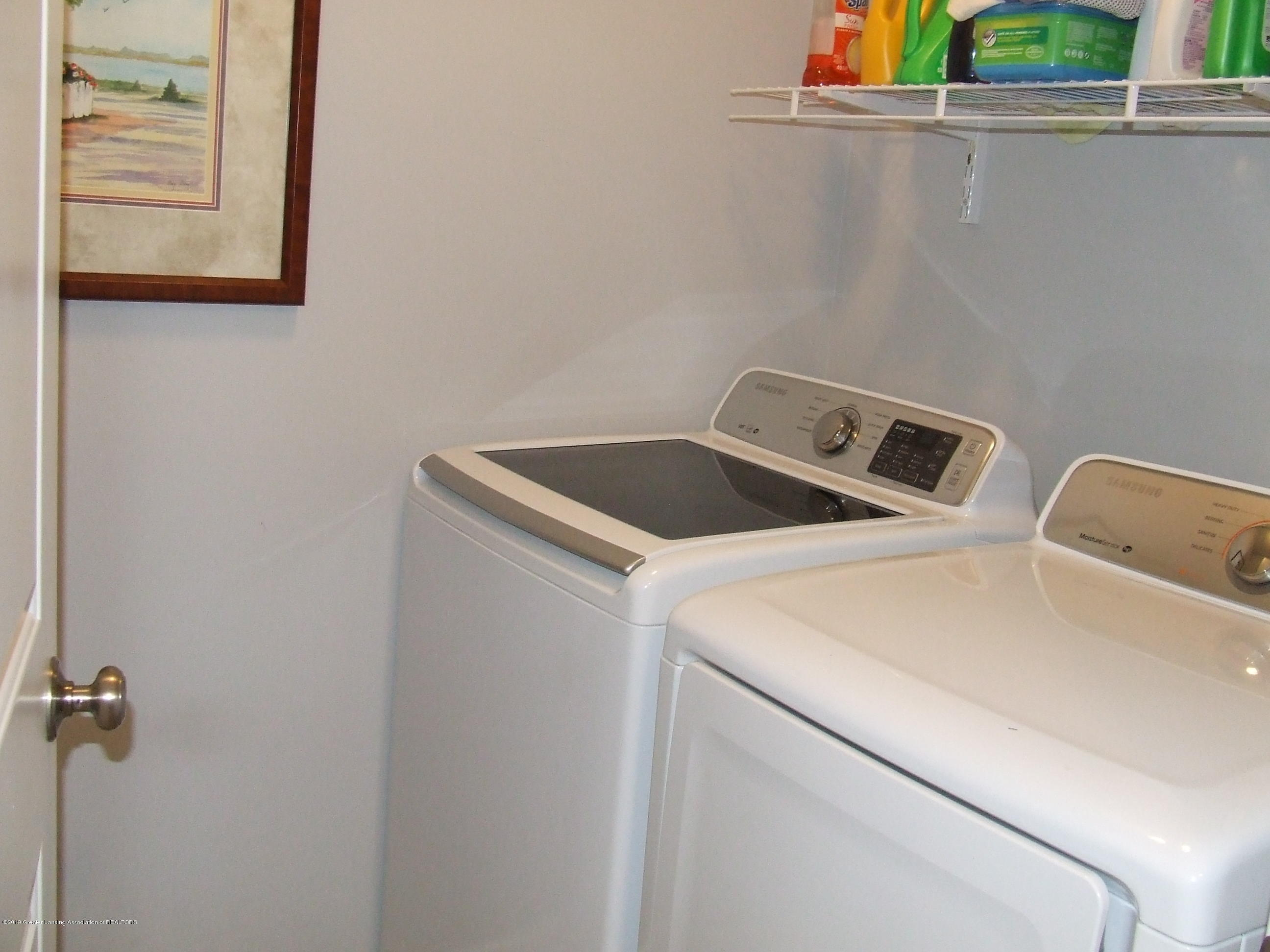 6736 Cotswald Dr - First floor laundry room - 16