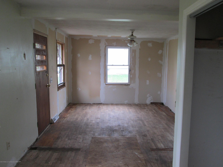 729 Andrew Ave - LIVING ROOM (2) - 4