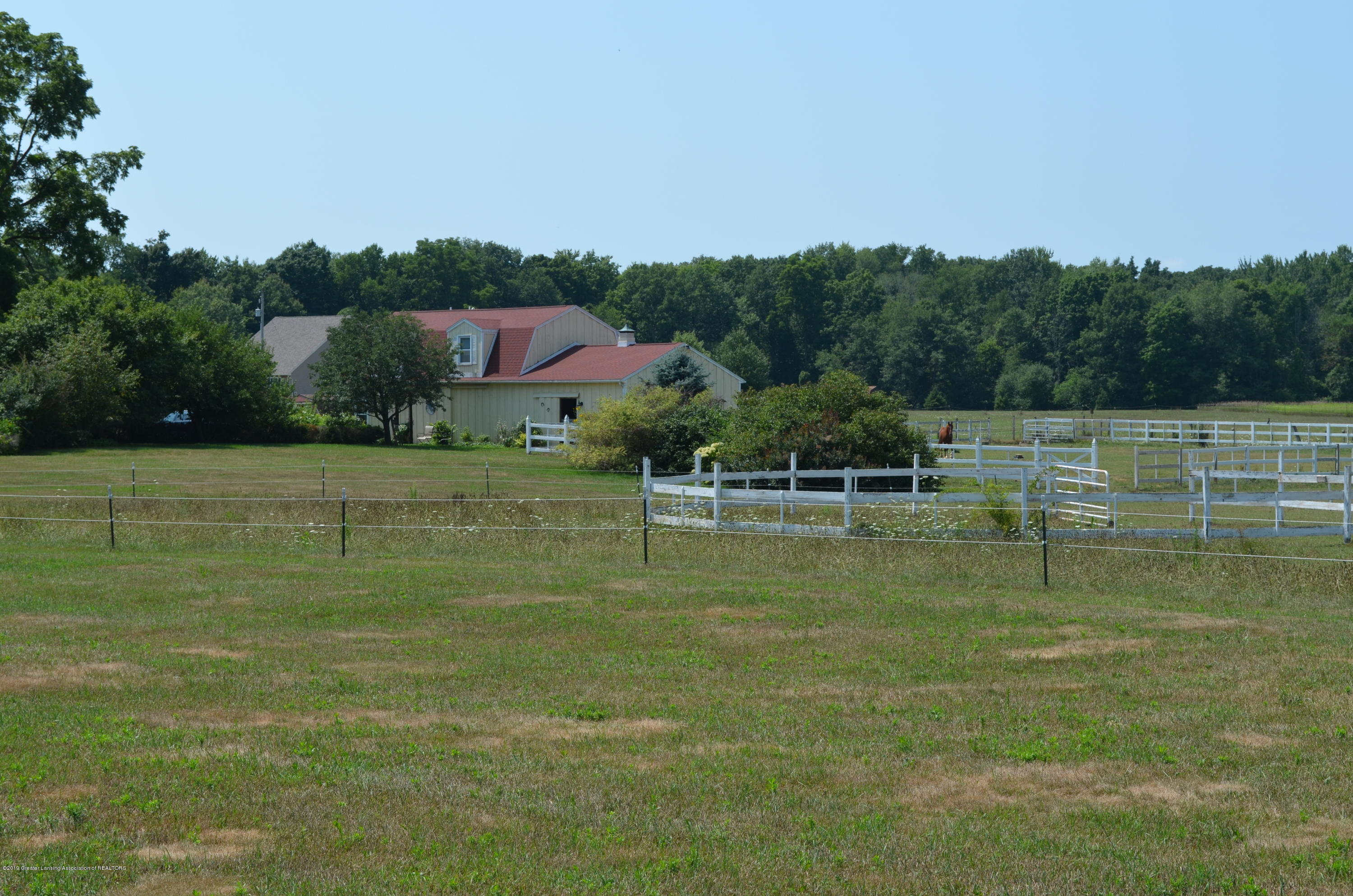 693 Grovenburg Rd - Round Pen - 58