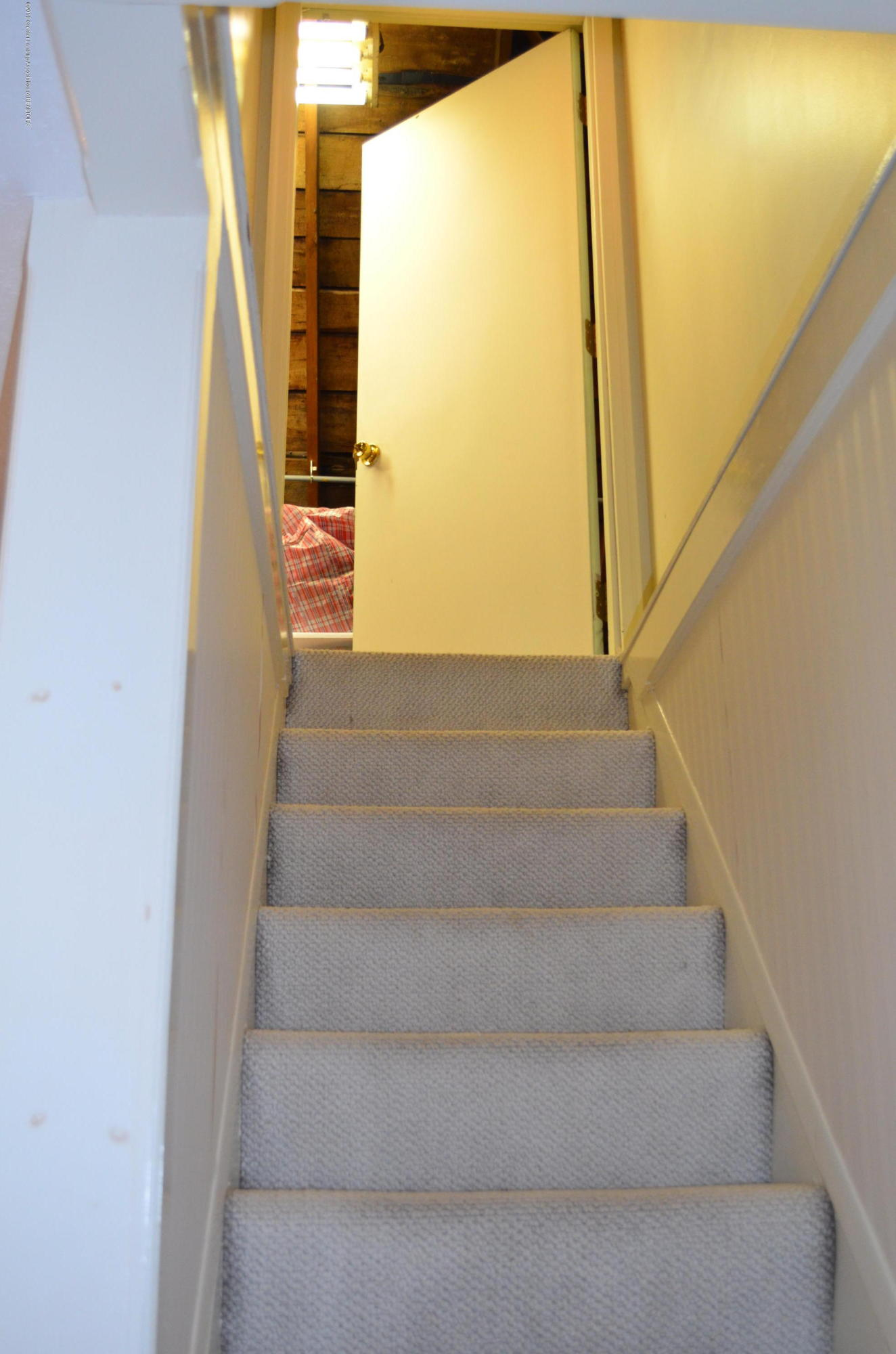 693 Grovenburg Rd - Stairs to attic - 37