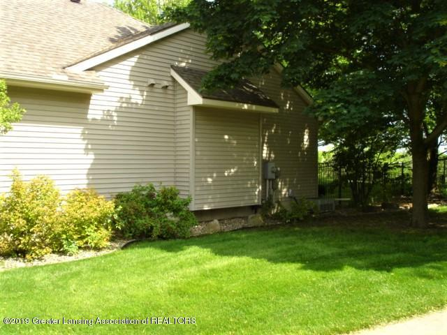 1224 Lavalle Ct - Side yard - 34