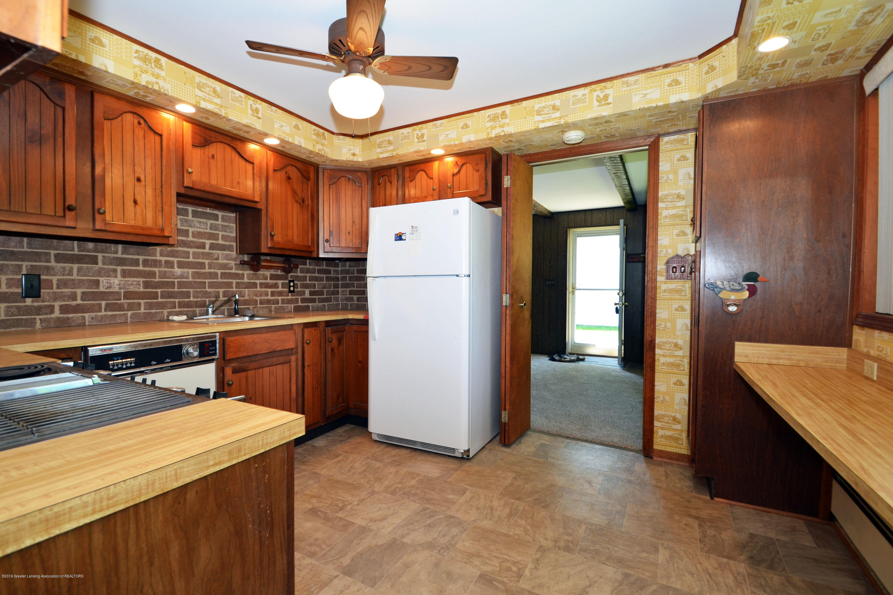 433 W Miller Rd - 10Kitchen to Family - 10