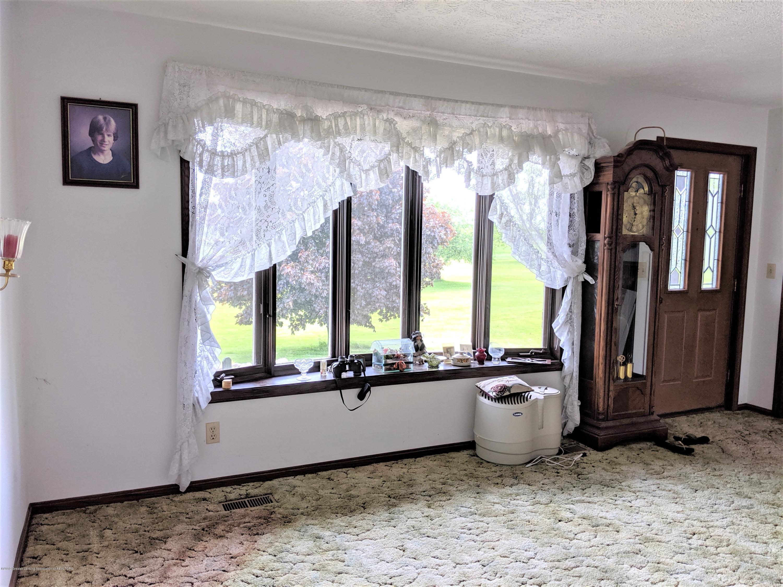 6111 S Morrice Rd - living room - 10