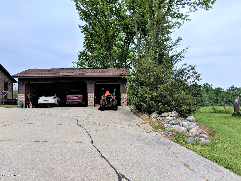6111 S Morrice Rd - garage doors ext - 20