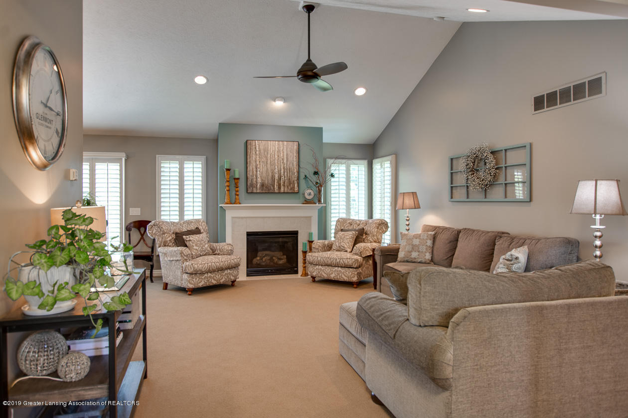 1238 Senna Trail - Living room with vaulted ceiling - 4