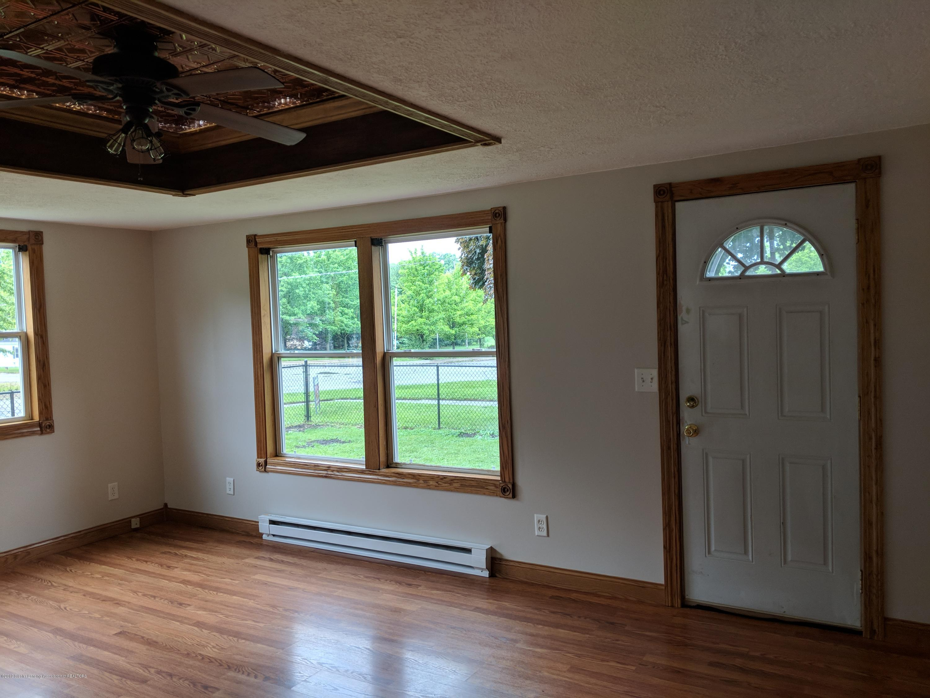429 W Race St - Living room with custom tray ceiling - 14
