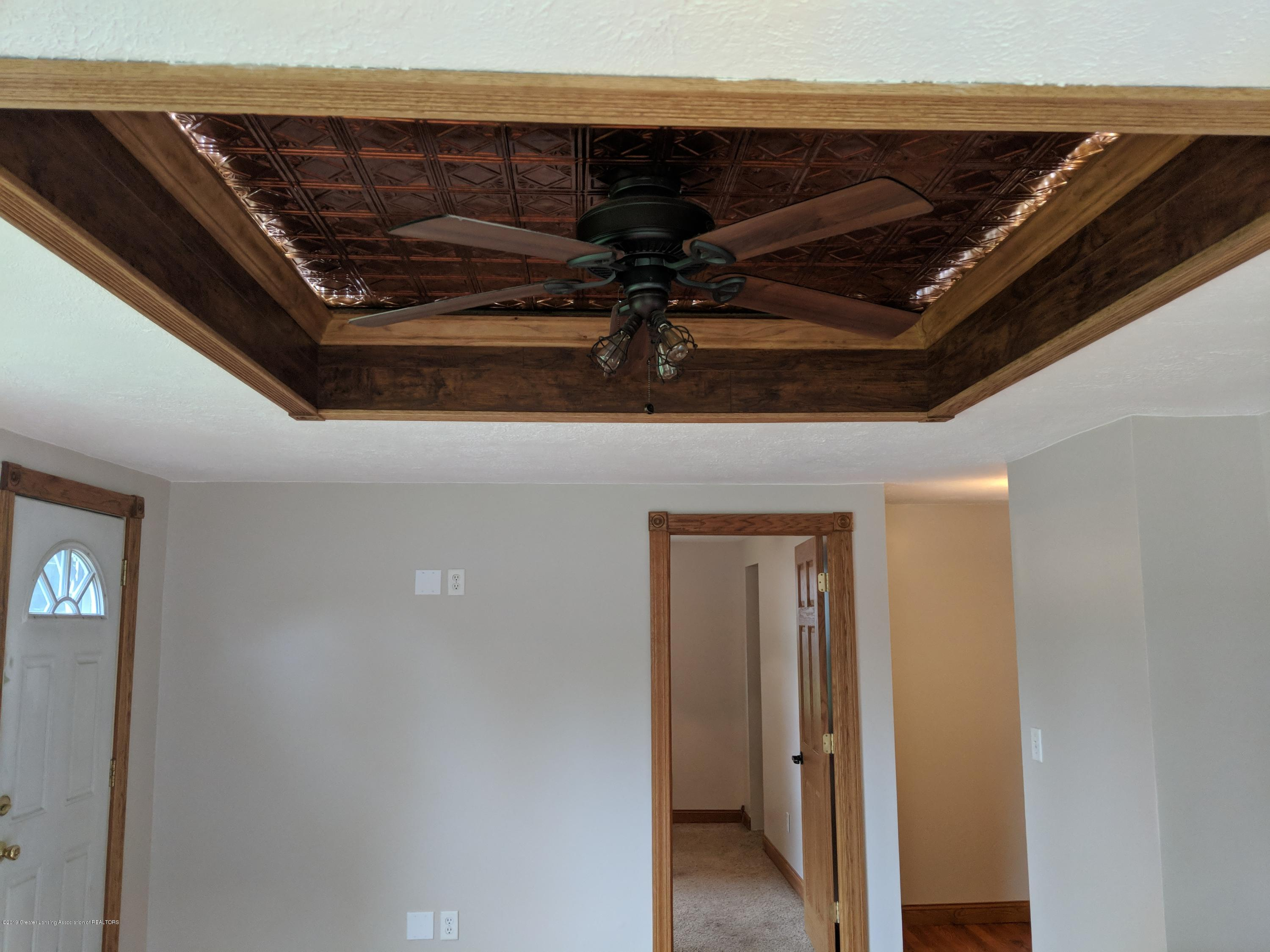 429 W Race St - tray ceiling - 15